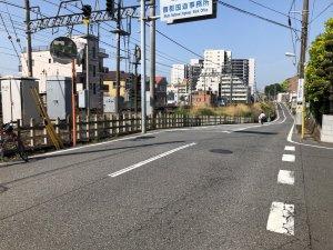 吉井町から踏切方面を見る